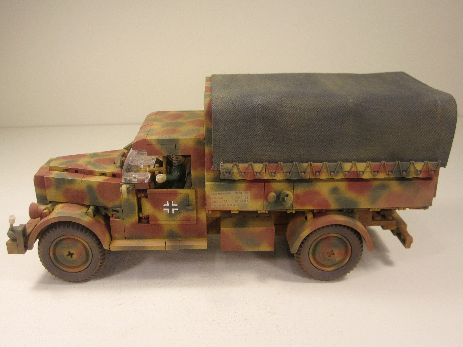 Cobi_2449_Opel_Blitz_www.super-bricks.de_camouflage_paint_Small_Army_Tarnung_01