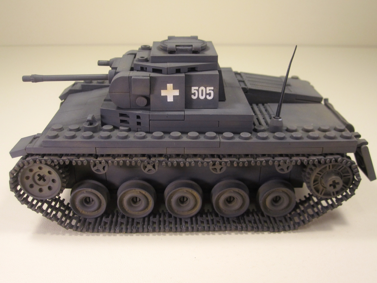 Cobi_2459_PzKpfw_II_www.super-bricks.de_camouflage_paint_Small_Army_Tarnung_01