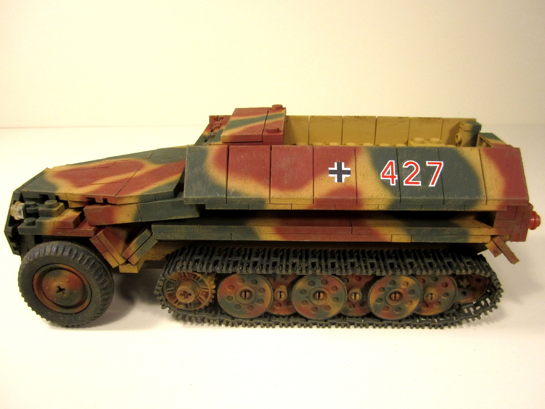 Cobi_2472_SdKfz_251-1_www.super-bricks.de_camouflage_paint_Small_Army_Tarnung_1