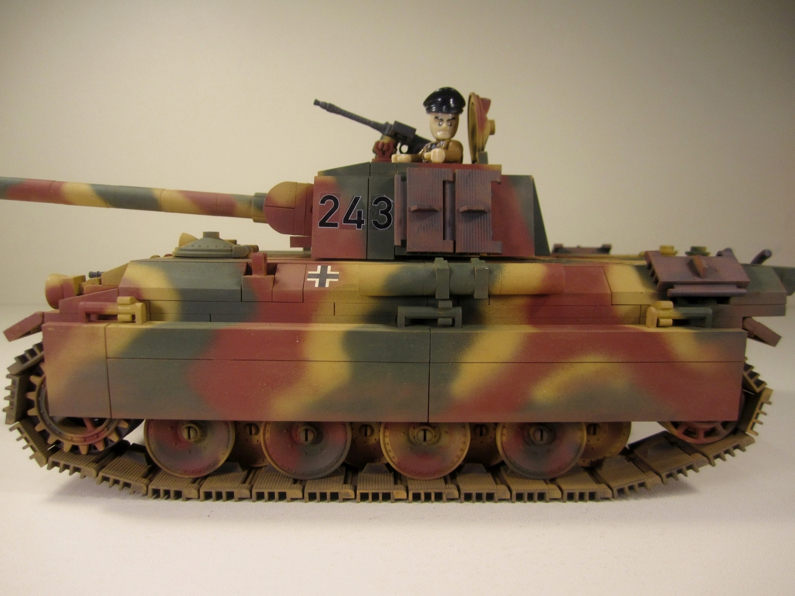Cobi_3012_WOT_PzKpfw_V_Panther_www.super-bricks.de_camouflage_paint_Small_Army_Tarnung_17